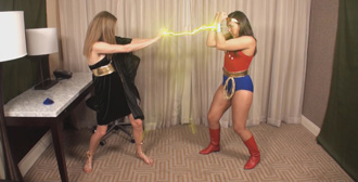Wonder Girl Meets the Goddess of Thieves