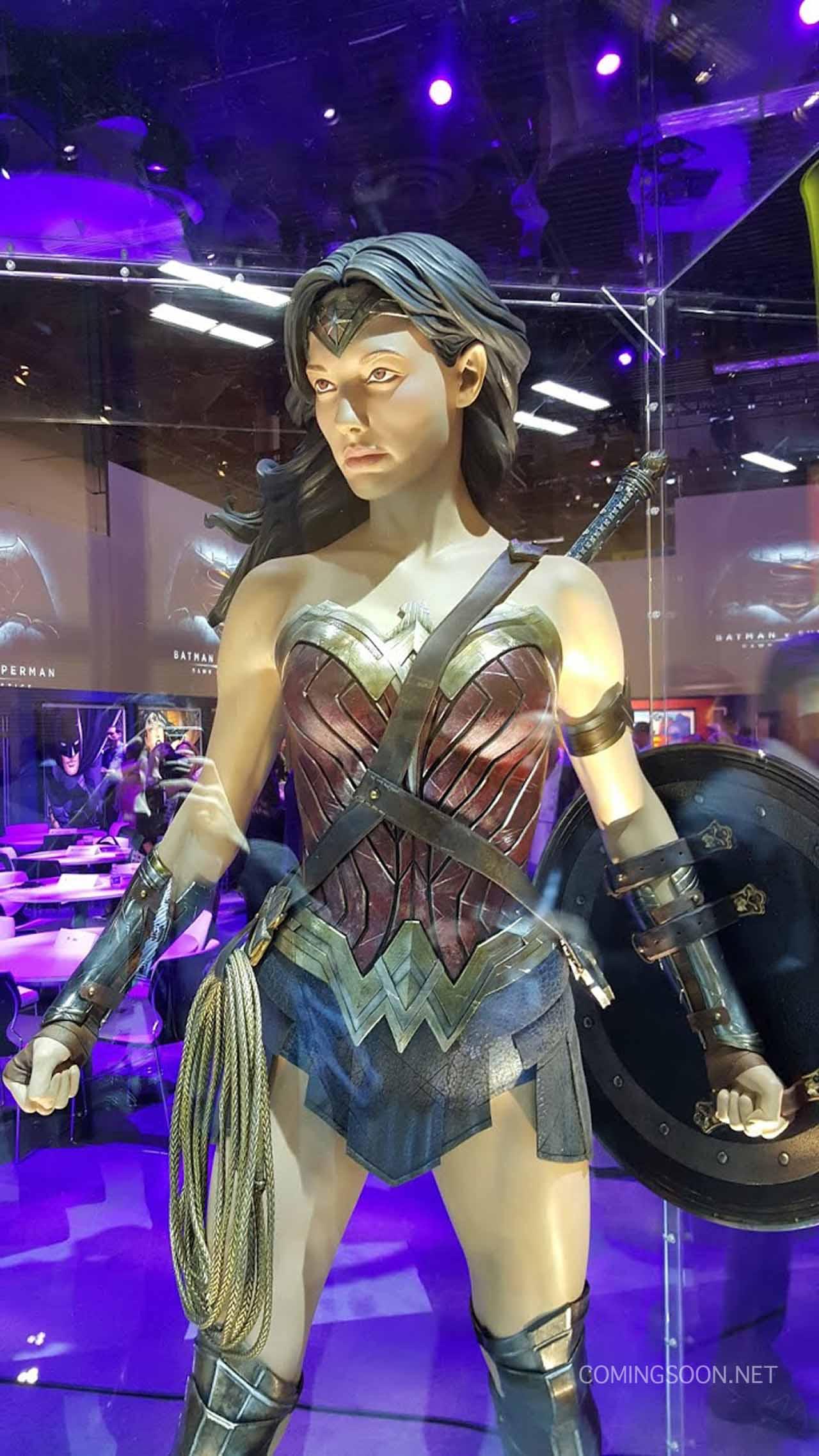 "Closer Look at Gal Gadot's ""Wonder Woman"" Costume ..."