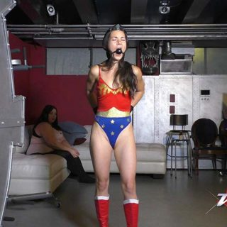 """Wonder Girl Series vs Playful Patty"" from Weaponz Tokyo"